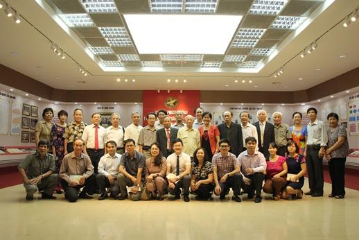 (Đảng ủy) - Đảng ủy Trường ĐH DL Phương Đông tổ chức buổi gặp mặt các Đồng chí Đảng viên qua các thời kỳ.