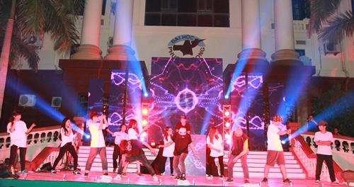 """Bùng cháy cùng đêm nhạc """"Colwee 2015"""" ĐH Phương Đông"""