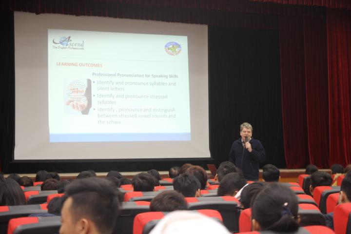 (HTĐT) Khóa học tiếng Anh chuyên nghiệp theo chương trình đào tạo của Singapore tại trường Đại học Phương Đông