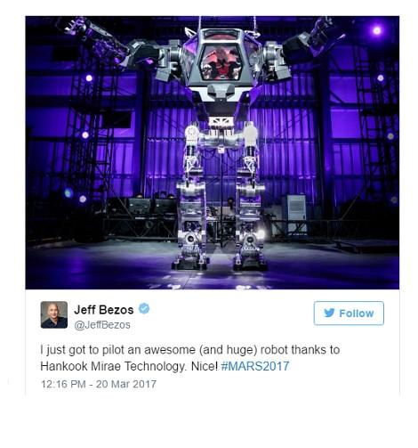CEO Amazon lái robot khổng lồ như trong phim