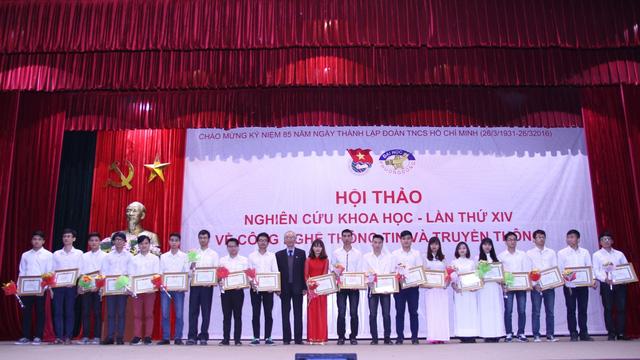 VNPT-Vinaphone trao phần thưởng cho sinh viên Khoa Công nghệ thông tin & truyền thông- Đại học Phương Đông
