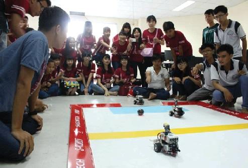 [robot] Chung kết và trao giải giự án chơi vui Robot học tốt Pascal 2015